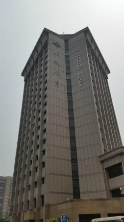 Zhaolong Hotel: hotel from outside