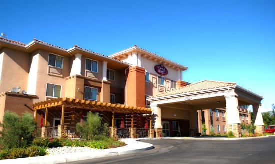 The Oaks Hotel offers 90 spacious rooms and suites, onsite restaurant and bar.