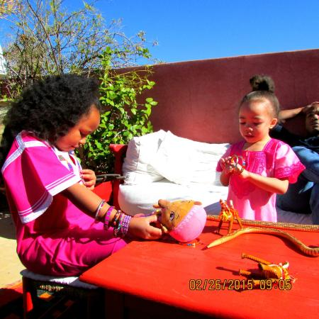 Riad La Terrasse des Oliviers: Playing on the patio by our room