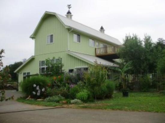 Glass House Winery Bed and Breakfast