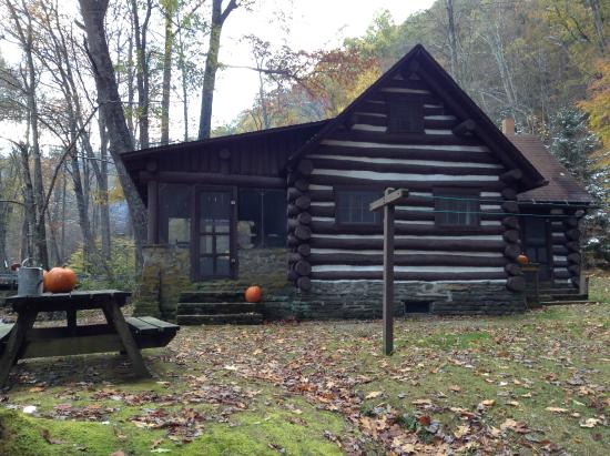 Huttonsville, WV: Outside of cabin