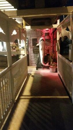 The walkway leading in picture of winter park fish for Winter park fish company