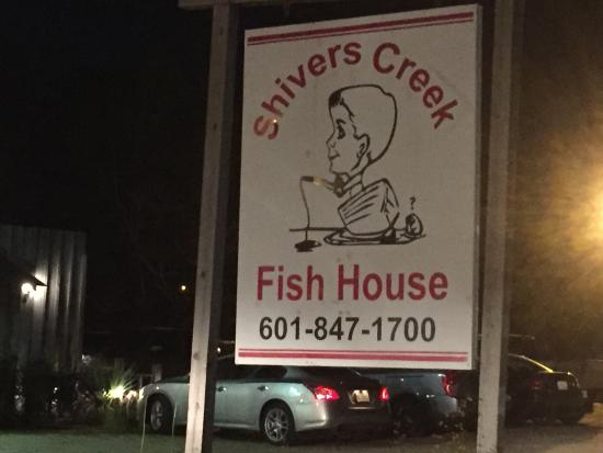 You can 39 t miss thier sign picture of shiver creek fish for Shivers fish house