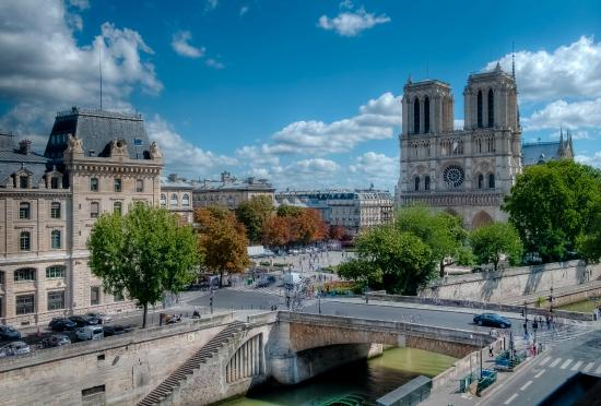 Vue par la fen tre picture of les rives de notre dame for Fenetre k par k