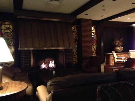 Fireplace In Bar Lounge Picture Of Little America Hotel Flagstaff Flagstaff Tripadvisor