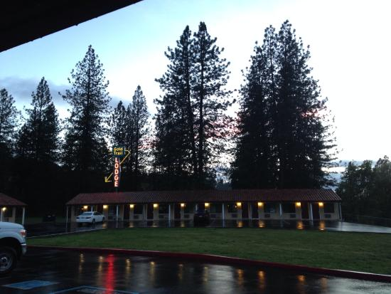 Mother Lode Motel: Evening at the motel