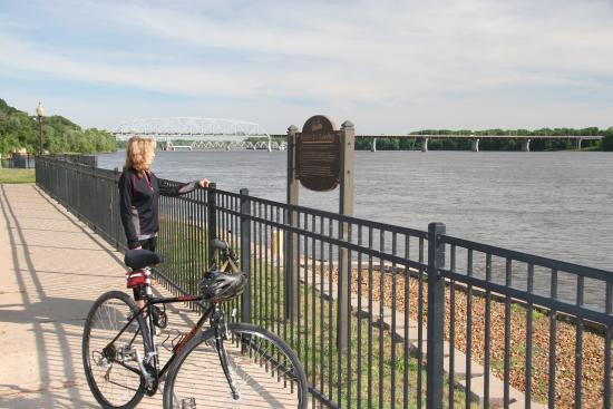 Hannibal, MO: The Mississippi River in historic downtown