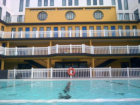 Ext rieur piscine picture of hotel molitor paris mgallery collection par - Piscine paris exterieur ...