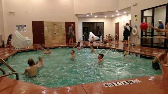 Holiday Inn Express: Great time in the pool