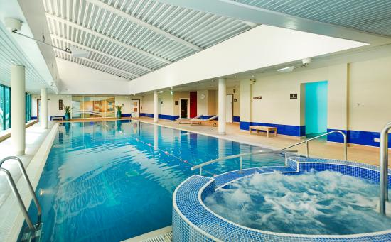 Swimming pool picture of hilton bracknell bracknell - Hilton swimming pool ...