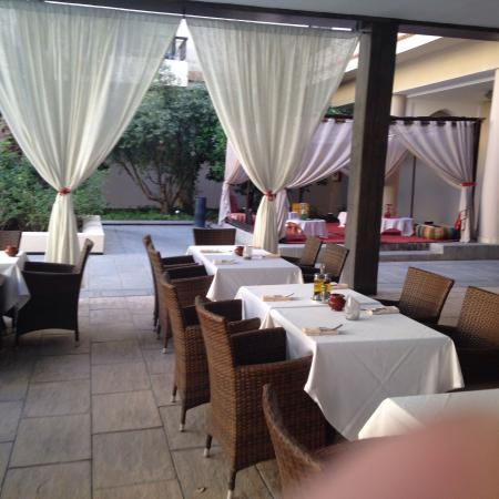 Restaurant ext rieur picture of red hotel marrakech for Exterieur restaurant