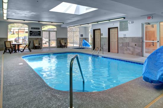 Indoor Heated Salt Water Pool Picture Of Country Inn Suites By Carlson Asheville Downtown