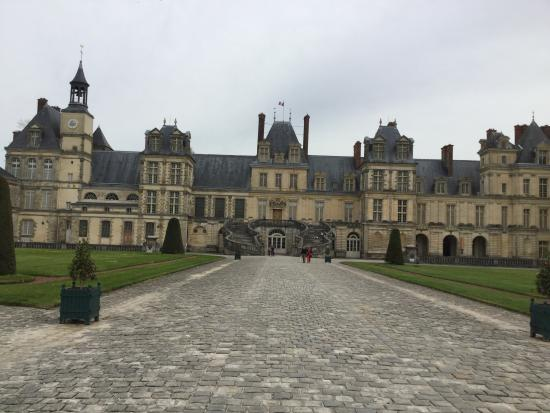 how to get to fontainebleau from paris