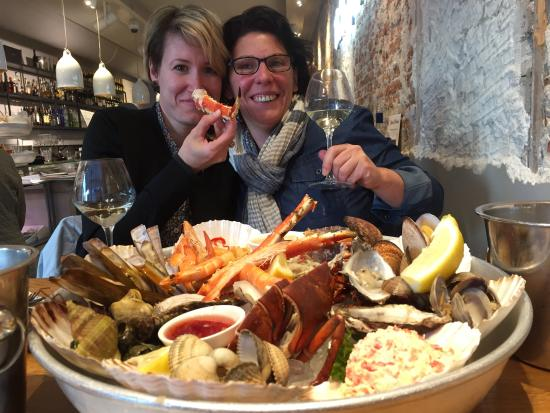 Seafood platter and mixed grill combination picture of for Seafood bar van baerlestraat amsterdam