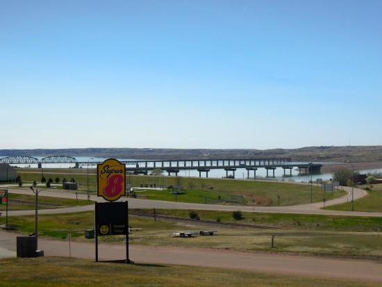 Chamberlain (SD) United States  city photos : Chamberlain, SD: I90 bridge over the Missouri River