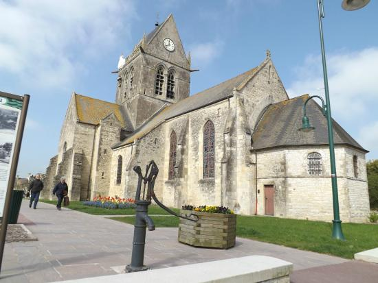 the church picture of hotel du 6 juin sainte mere eglise tripadvisor. Black Bedroom Furniture Sets. Home Design Ideas