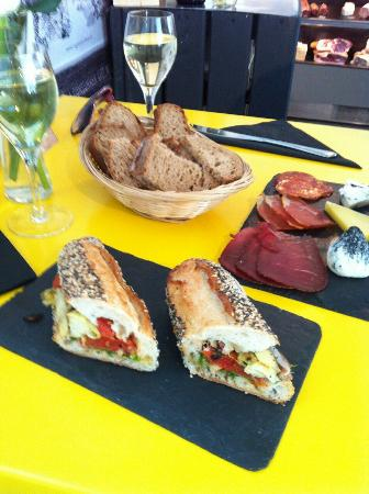 fab lunch review of la cave a fromage notting hill. Black Bedroom Furniture Sets. Home Design Ideas