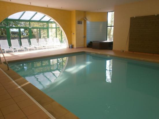piscine couverte photo de les jardins de l 39 anjou la pommeraye tripadvisor. Black Bedroom Furniture Sets. Home Design Ideas