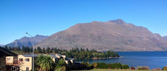 Queenstown Motel Apartments: View from guest walkway