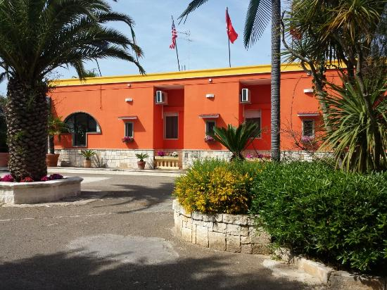 Fronte albergo picture of tropical hotel ostuni for Tropical hotel ostuni