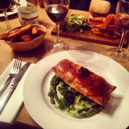Pettistree, UK: Salmon en croute
