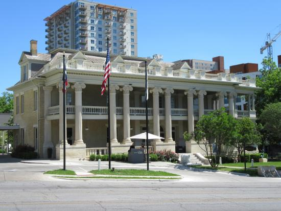 A texas historic landmark an exceptional hotel for Exceptional hotels