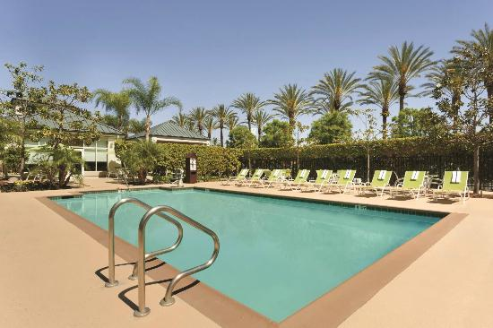 Outdoor pool picture of hilton garden inn anaheim garden for Garden grove pool