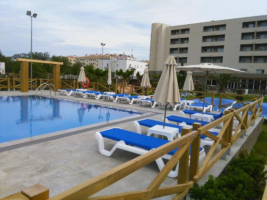 Piscine pour adulte picture of hotel mediterraneo park for Piscine gonflable adulte