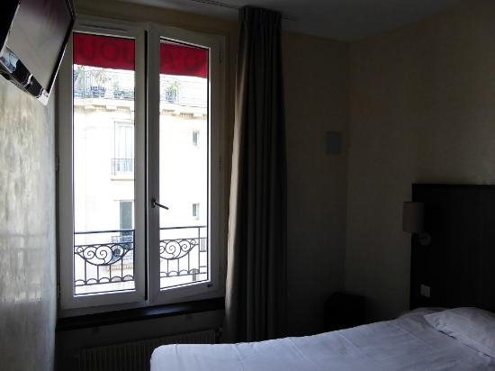 Chambre picture of d 39 anjou hotel paris levallois perret for Chambre d hotel paris