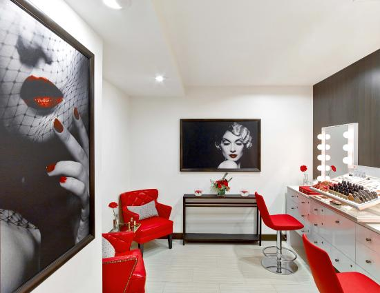 Garden City Hotel: The semi private room for makeup