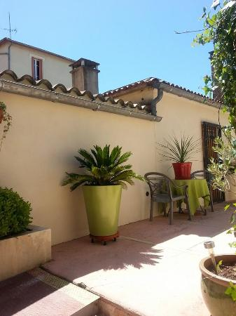 Patio ext rieur photo de au petit patio orange tripadvisor - Le petit patio orange ...