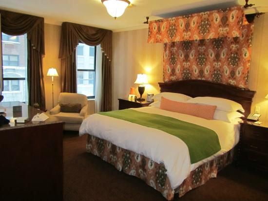 Room in the front of the hotel facing the street for Talbott hotel chicago
