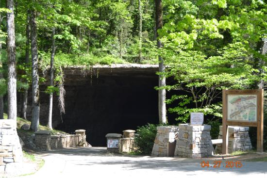 Cathedral Caverns State Park Hotels