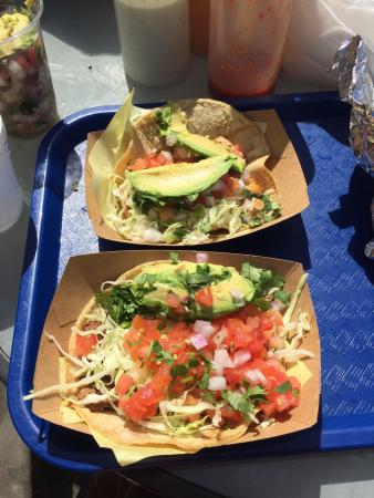 Best fish tacos very good helping of fish and packed with for Oscars fish tacos san diego