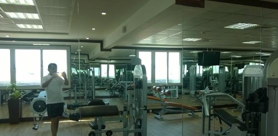 Winchester Hotel Apartments: Gym on the top floor...