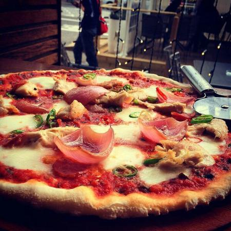 the griffin pizza picture of gusto restaurant bar glasgow tripadvisor. Black Bedroom Furniture Sets. Home Design Ideas