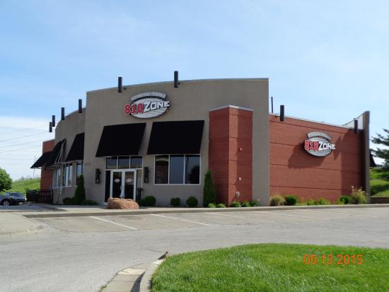 810 zone sports bar lee 39 s summit mo picture of 810 for Food bar 810
