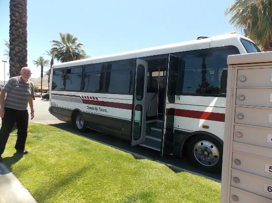 Tour bus driver picture of palm springs celebrity for Celebrity tours palm springs california