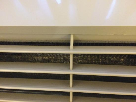 Holiday Inn Express Hotel & Suites Cincinnati: condition of the climate unit in the room
