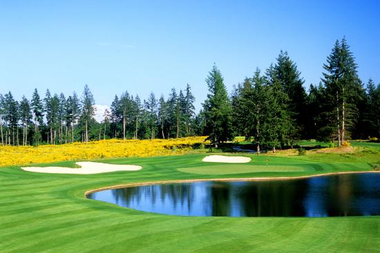 Dupont, WA: The 389-yard par-4 7th hole at The Home Course, site of the 2010 U.S. Amateur Championship (assi