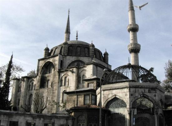 Uskudar-Valide Sultan Camii - Picture of Daily Istanbul ...