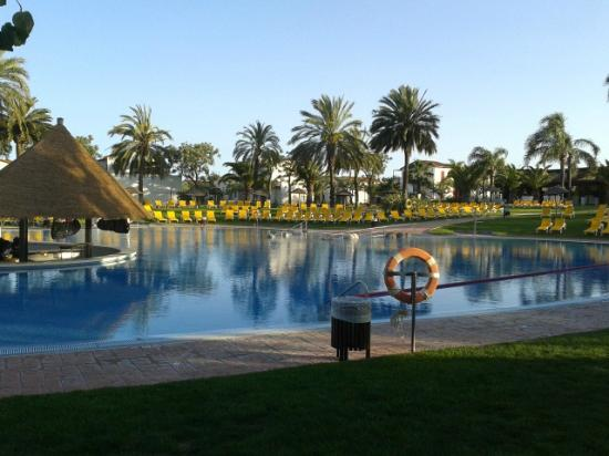 Piscina centrale picture of cambrils park resort for Piscina cambrils