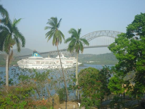 Country Inn & Suites By Carlson, Panama Canal, Panama: Take a cruise