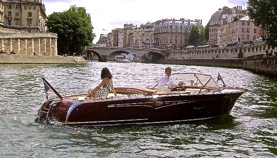 Paris Luxury Boat Private Tours