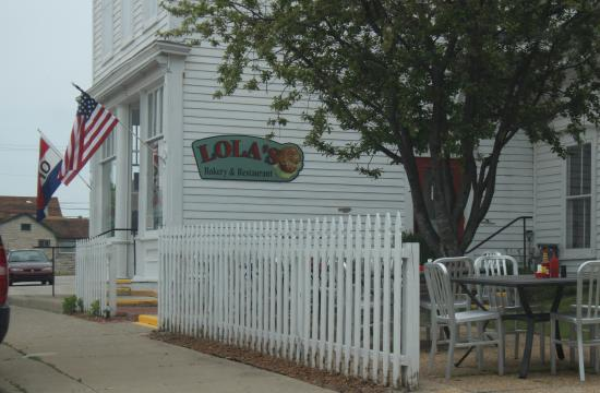 Lola's Bakery and Restaurant