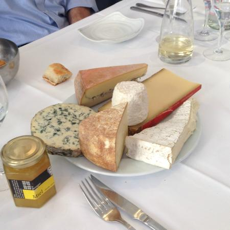 Awesome cheese course with honey from the gastronomie - La cuisine cooking classes ...
