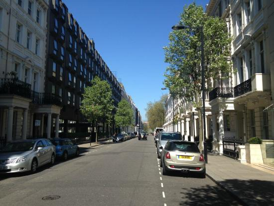 Calle que se encuentra hostel picture of astor queensway for 45 queensborough terrace bayswater london