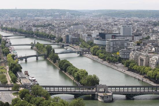 Awesome View Of River Seine And Few Of Famous Landmarks