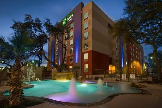 Holiday Inn Express & Suites San Antonio Medical Center North