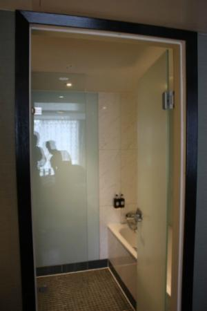 wet room shower bath picture of radisson blu edwardian manchester ma. Black Bedroom Furniture Sets. Home Design Ideas